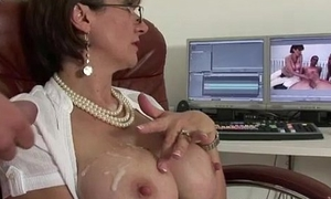 Marketable mature Lady Sonia gets a cumshot