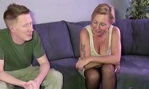 Stief Sohn mit dem Monster Schwanz fickt seine Misconstrue Jenny